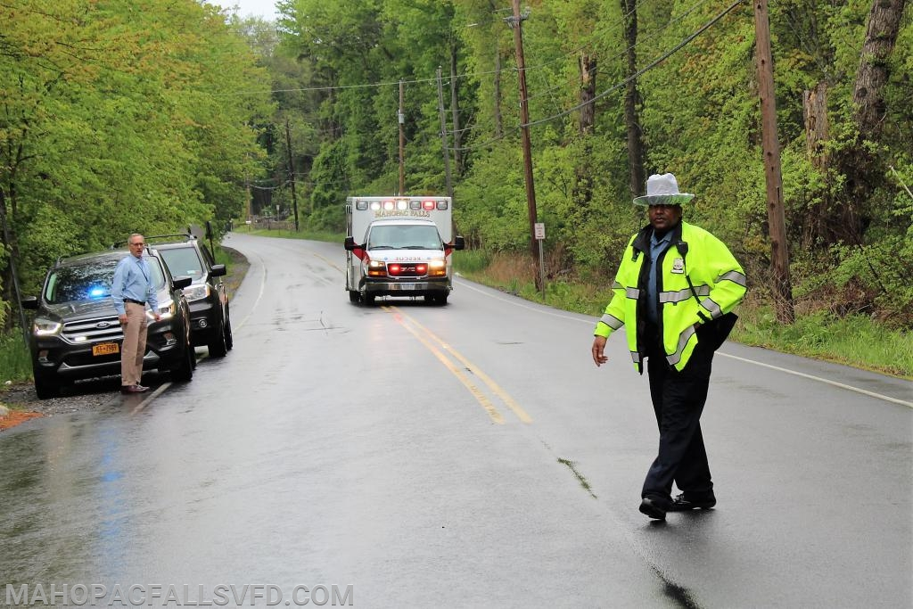 School SRO brings in the Mahopac Falls ambulance on to the scene